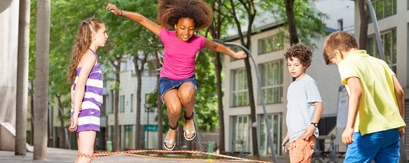 Clinica-Bolzan-Oftalmologia---Blog---Brincar-ao-ar-livre-pode-melhorar-a-visao-do-seu-filho