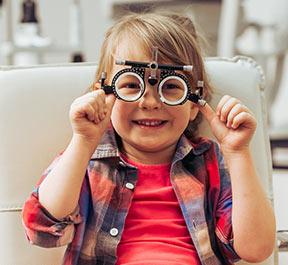 Quais exames de visão são indispensáveis para cada fase da vida?