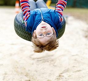 Estudo: Brincar ao ar livre pode diminuir a miopia em crianças
