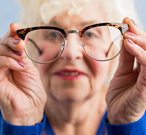 Na terceira idade, dobre os cuidados com a visão