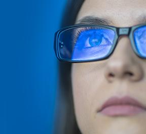 Os perigos da luz azul para a sua visão